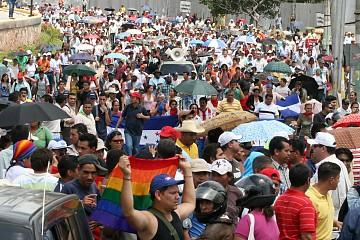 Miles de personas marcharon en Honduras. Zelaya retornará