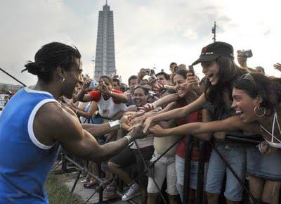 Toda Cuba hoy a las dos con Juanes y Paz sin fronteras