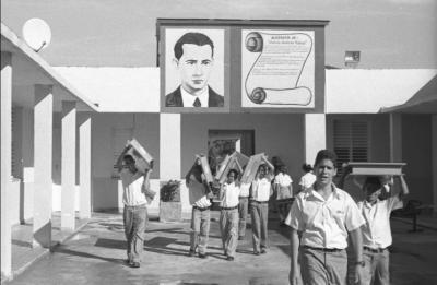 TODO NUEVO EN ESTA ESCUELA CUBANA:BAÑOS, AULAS, MERENDERO