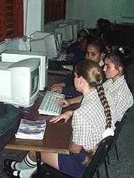 Niños y jóvenes cubanos aumentan su cultura en la feria
