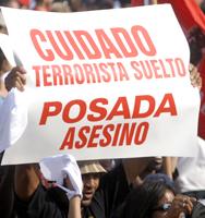 CUIDADO, TERRORISTA LUIS POSADA CARRILES EN LA CALLE