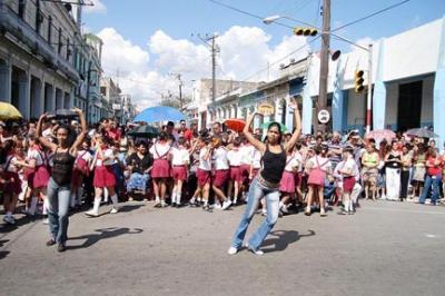 LECTURAS EN UNA ESQUINA ROTA: CUBA