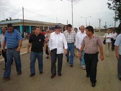 Recorren Pérez Roque y Louis Michel pueblo de Los Palacios
