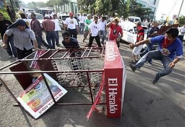 Condenan en las calles  de Honduras golpe de estado  militar