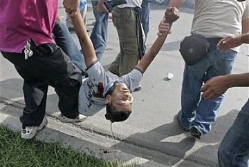 Violenta represión en aeropuerto de Tegucigalpa: un muerto